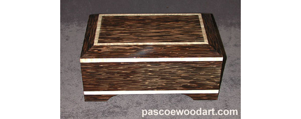 Handcrafted black palm wood box - Black Palm