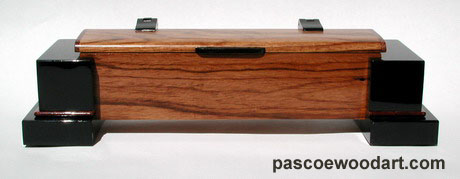Solid ebony pillars with Hondoras rosewood body