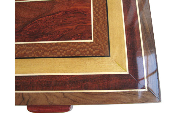 Mosaic box top of bloodwood,lacewood,Ceylon satinwood - Close up - Handcrafted wood box