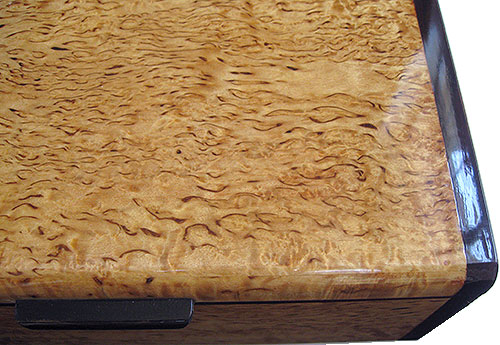 Masur birch box top close up - Handcrafted wood keepsake box