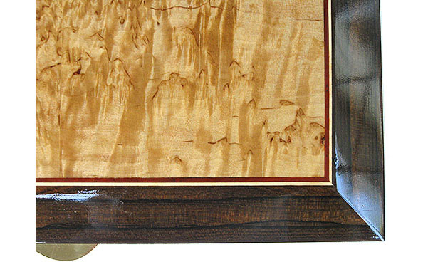 Masur birch framed in ziricote with bloodwood, Ceylon satinwood striping handmade box top closeup