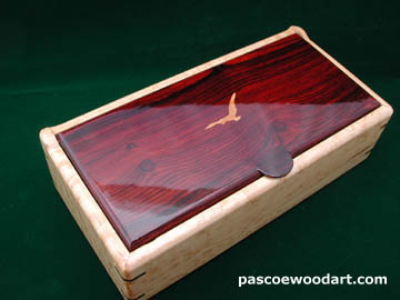 7 day medication minder: Pill  Box MM-21 - Bird's eye maple box with cocobolo lid