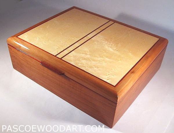Handmade wood keepsake box made of pearwood and birds eye maple