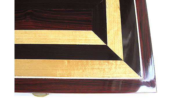 Cocobolo and Ceylon satinwood mosaic box top close-up